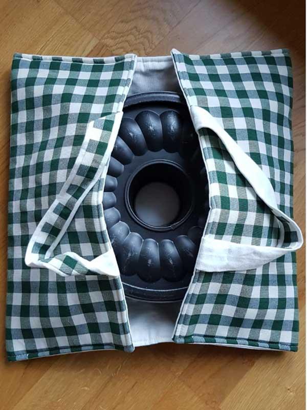 portatorta: Baumwolle, Moltonfutter, Maße: 40 cm x 40 cm, waschbar auf 60 Grad, Preis: 15 €