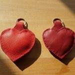 Valentinsherz, Leder, Maß: ca. 10 cm x 7 cm, 15 €